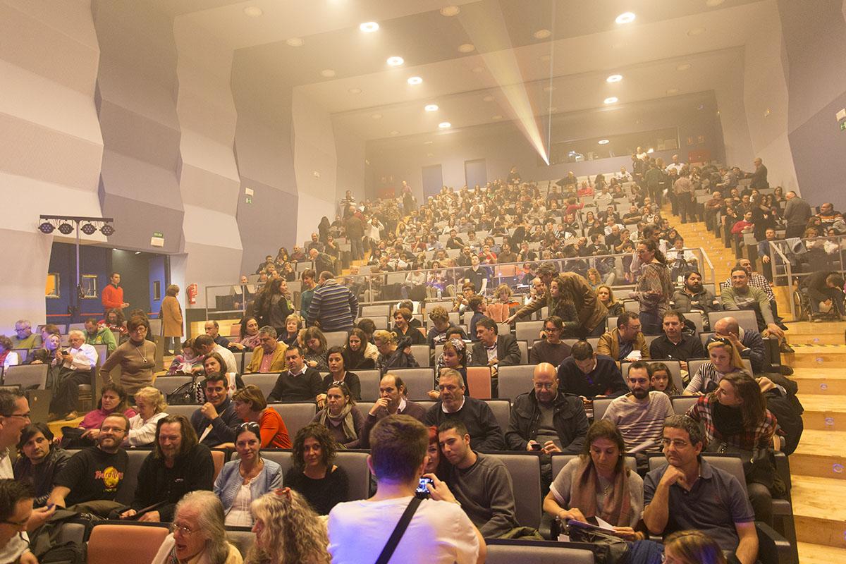 El auditorio empieza a llenarse