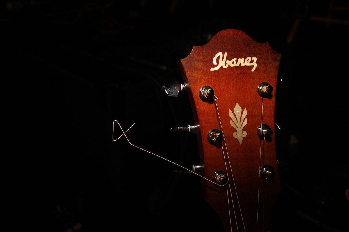 Detalle de la guitarra de Silverio