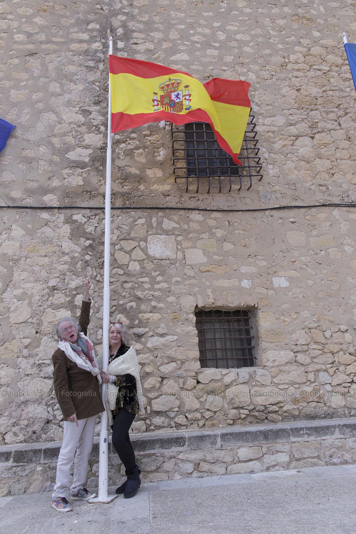 Tom & Jen as Spanish fans